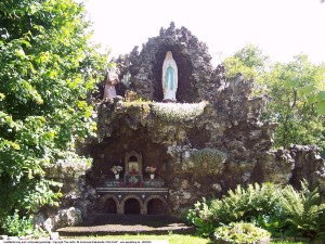 A Marian grotto in Bischofferode (Germany)